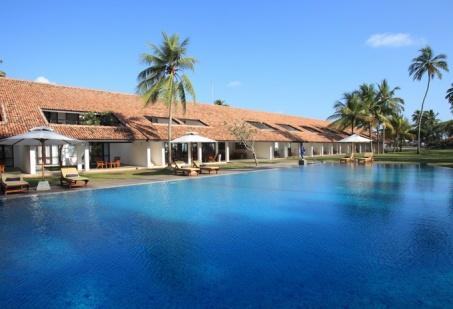 SL exterior-view-of-lap-pool